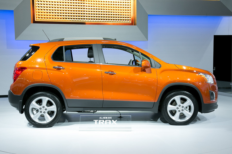 2015 Chevy Trax compact SUV crosses over into market