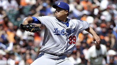 Hyun-Jin Ryu stays perfect on the road in Dodgers' 2-1 victory