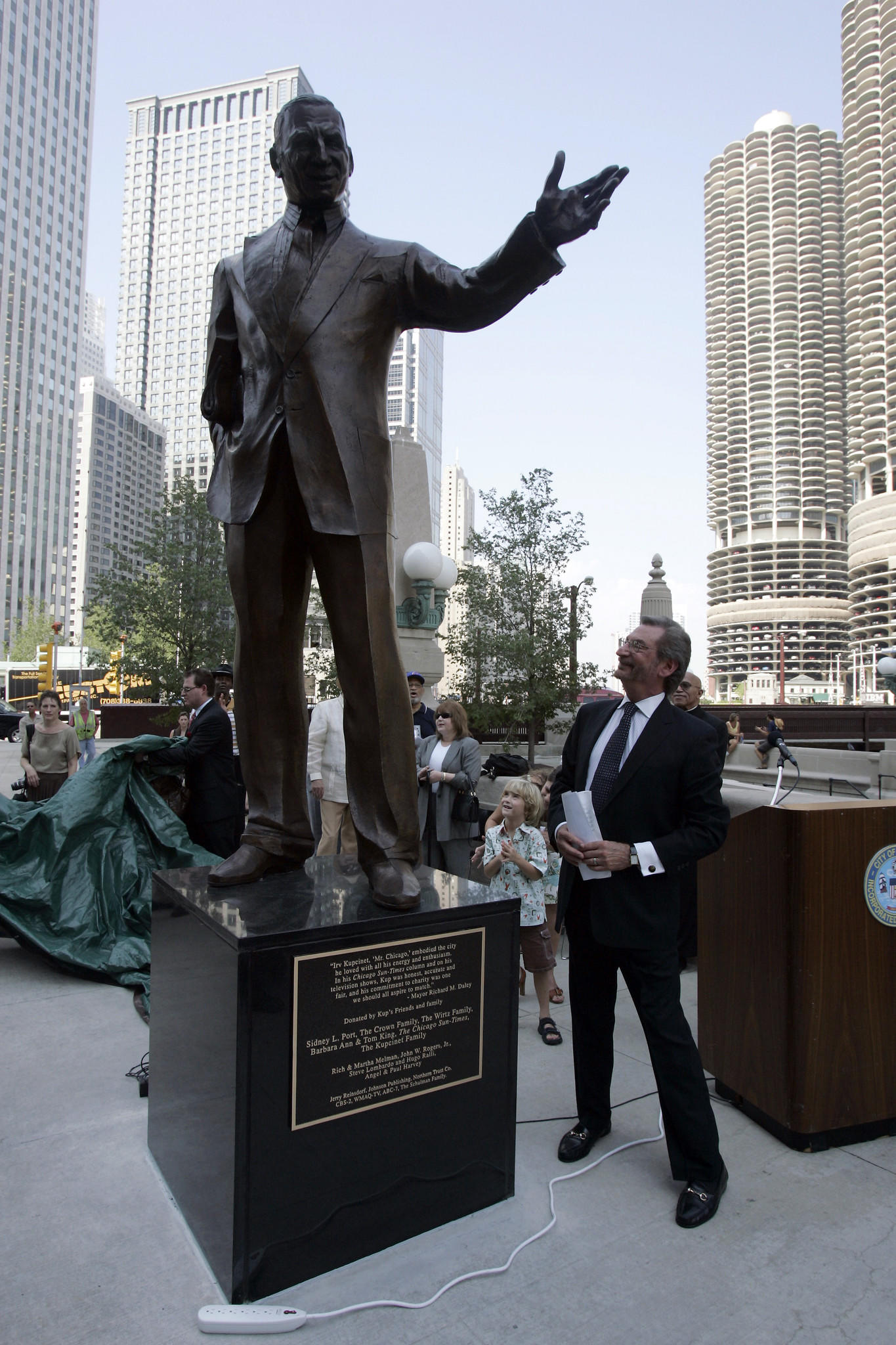 Jerry Kupcinet, son of Irv Kupcinet, looks up at a nine-foot bronze statue of his father installed on Wacker Drive.