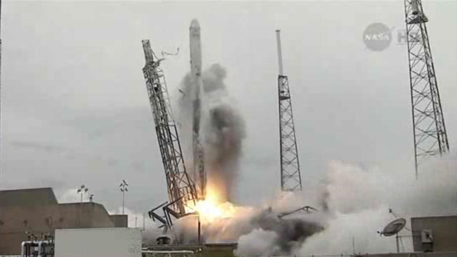 Raw: SpaceX rocket launch