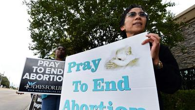 Texas doctors say hospital revoked privileges over abortions