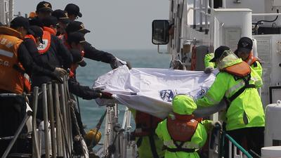 Prosecutors extend Korea ferry captain's detention as death toll rises