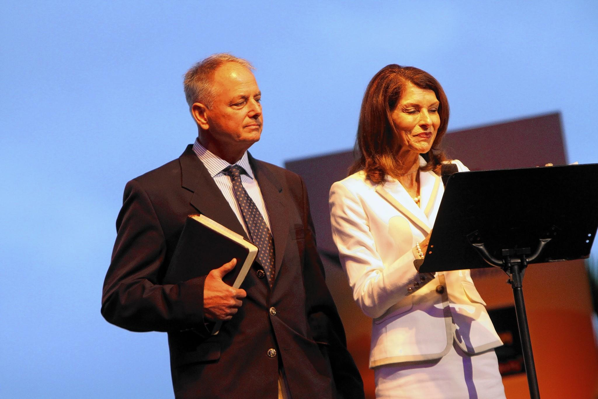 Bob and Pam Tebow deliver SeaWorld's Easter Sunrise service.