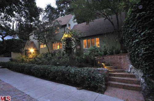 "Robin Williams, star of the sitcom ""The Crazy Ones,"" sold this house in the Hollywood Hills  for $869,000."