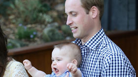 Curious Prince George goes to the zoo