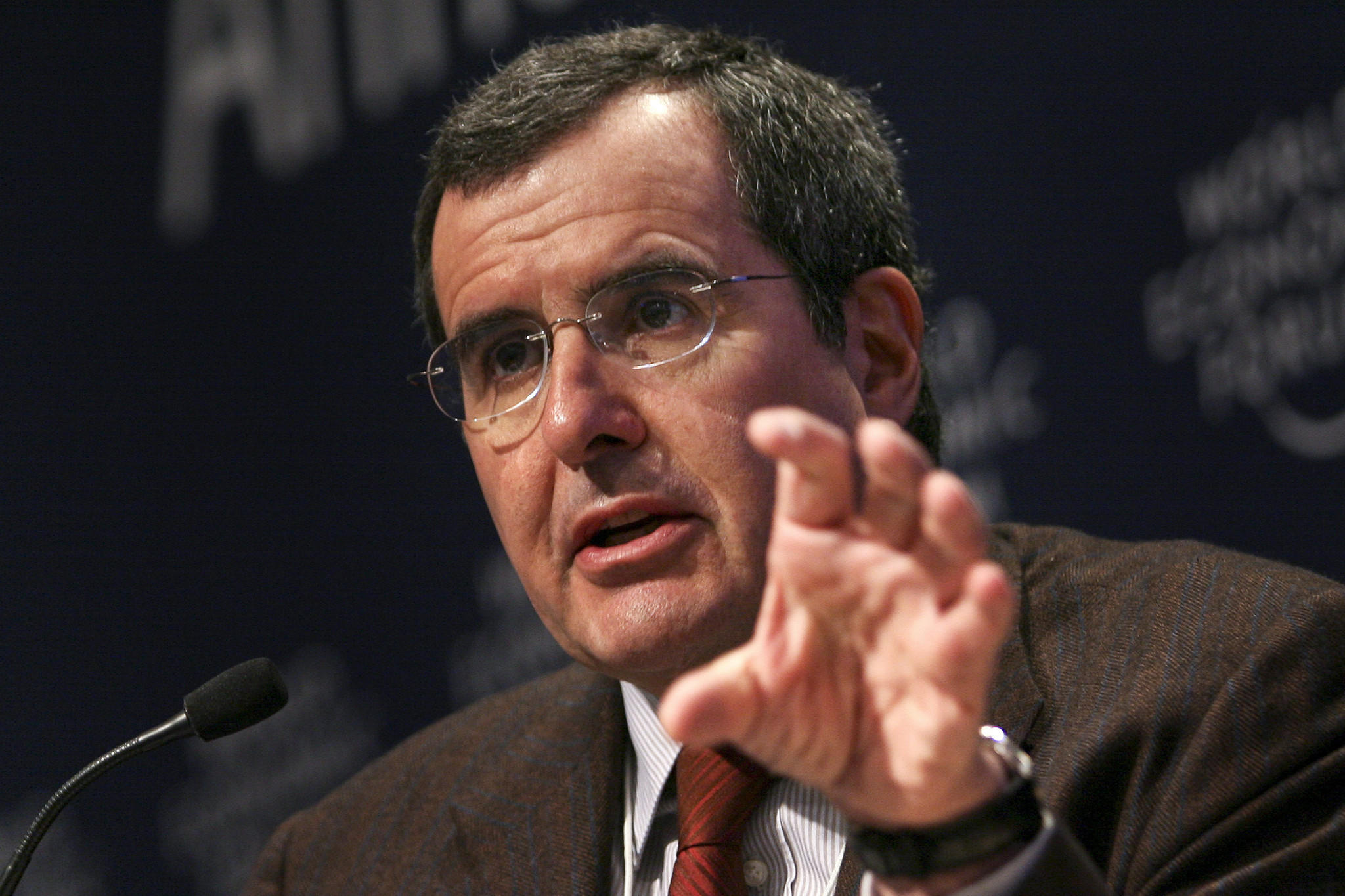 Peter Chernin, chief executive of the Chernin Group, attends an economic forum in 2009; the Chernin Group and AT&T on Tuesday announced a venture to invest $500 million in online video services.