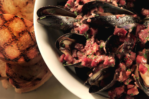 Hurley's grilled mussels with red wine and chorizo