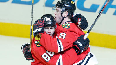 Toews, Kane together again for Hawks