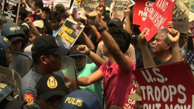 Raw: Anti-Obama Activists Fight Manila Police