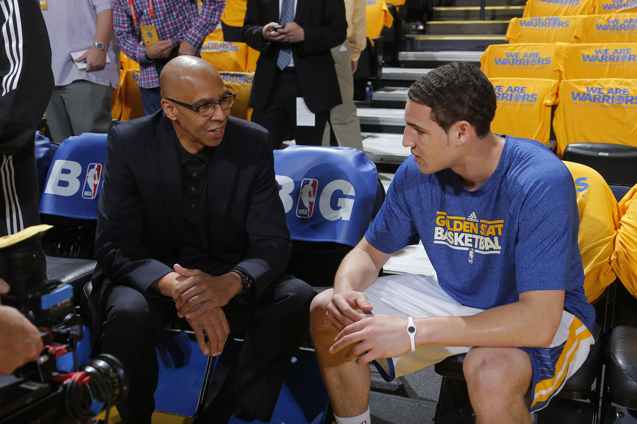 Former Laker and current NBA analyst Mychal Thompson talks to his son Klay, the shooting guard for the Golden State Warriors, before a playoff game last season.