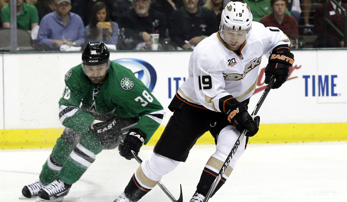 Anaheim Ducks defenseman Stephane Robidas collects a pass as Stars center Vernon Fiddler pursues the play in the first period Monday night in Dallas.