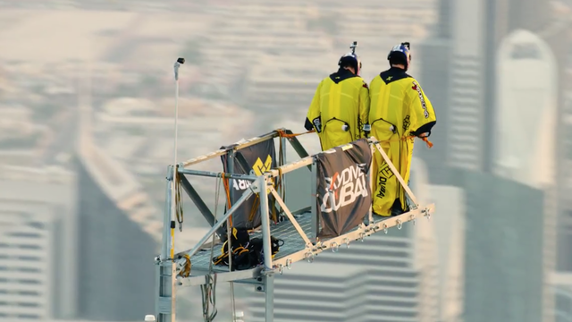 Video: BASE Jumpers Set World Record
