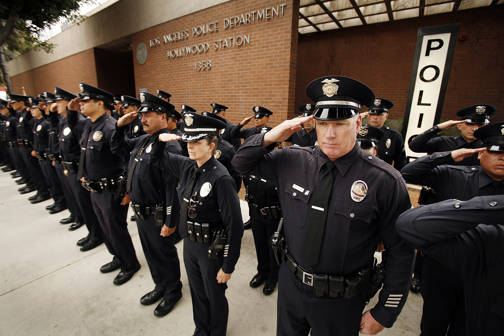 LAPD officer wounded, suspect killed in 110 Freeway shootout - LA ...