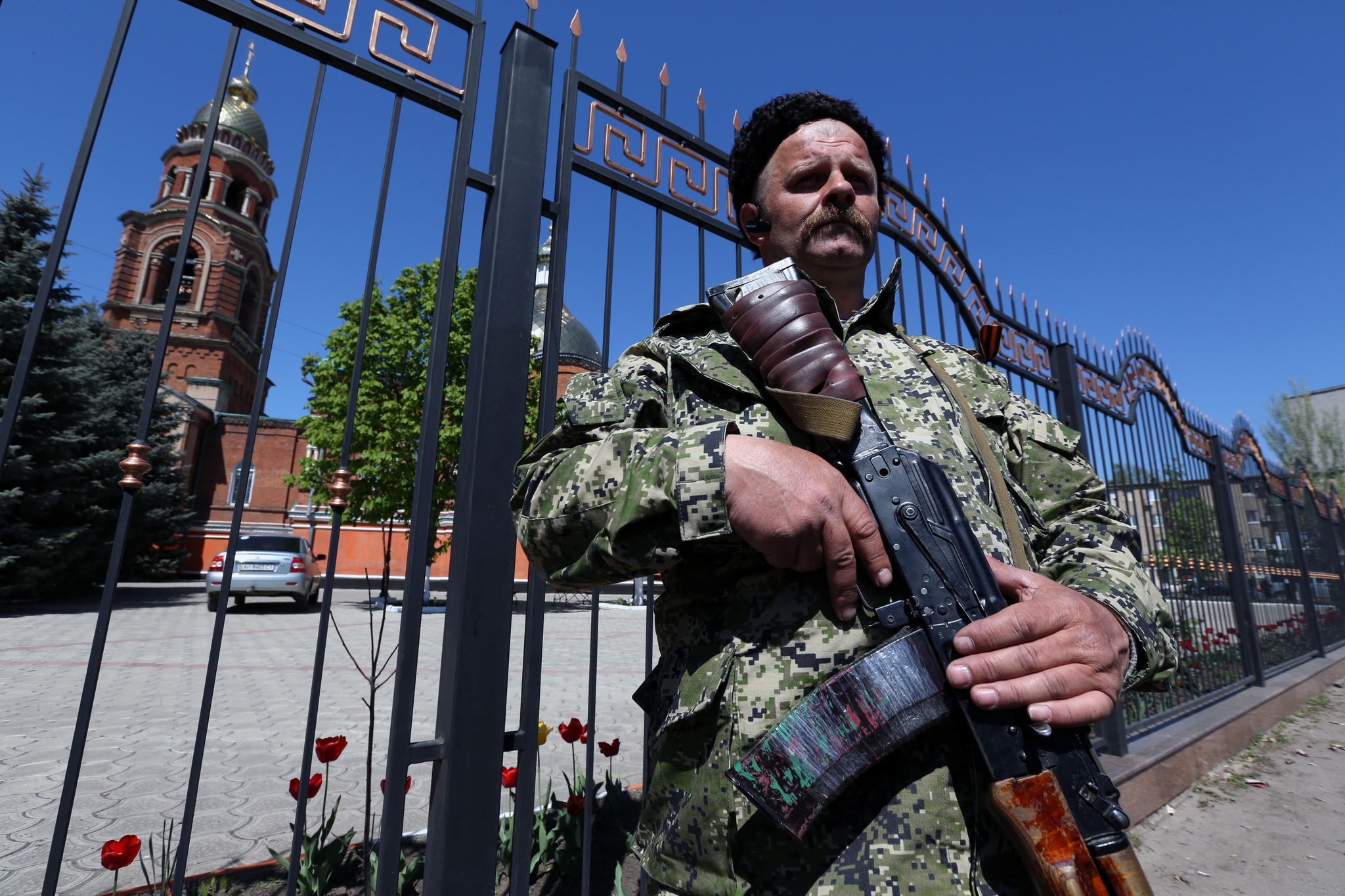 Separatist fighter Valery Rusanov near a temple in Slovyansk, Ukraine, on Saturday.