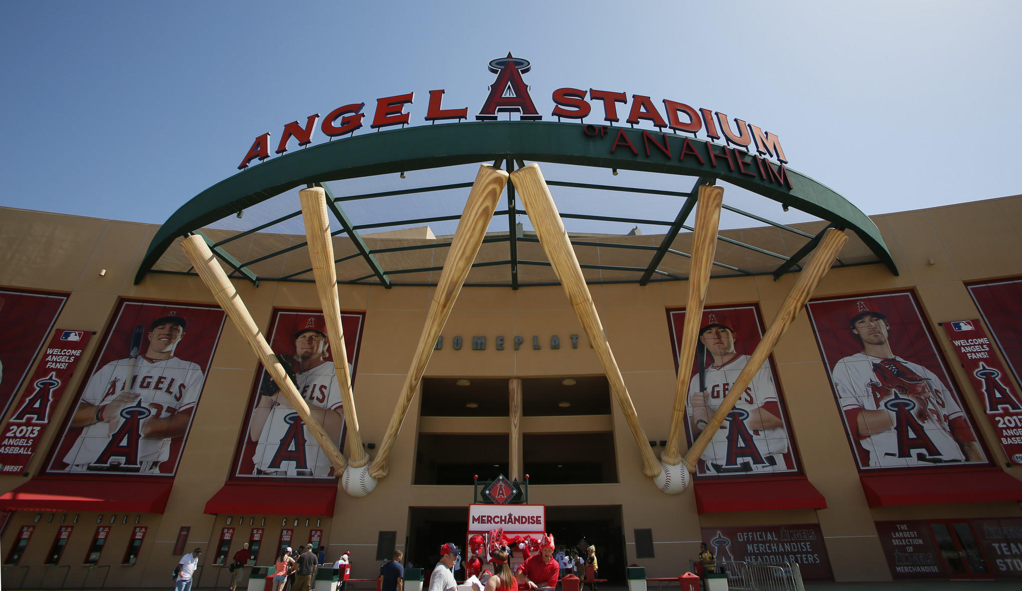 A proposed long-term deal to keep the Angels in Anaheim has met resistance from Anaheim Mayor Tom Tait.