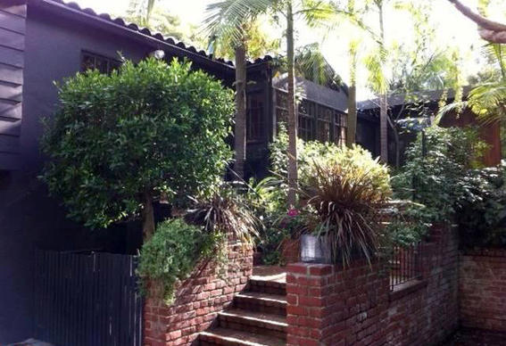 Actor Orlando Bloom has sold his gated house in Hollywood Hills West for $3.9 million.