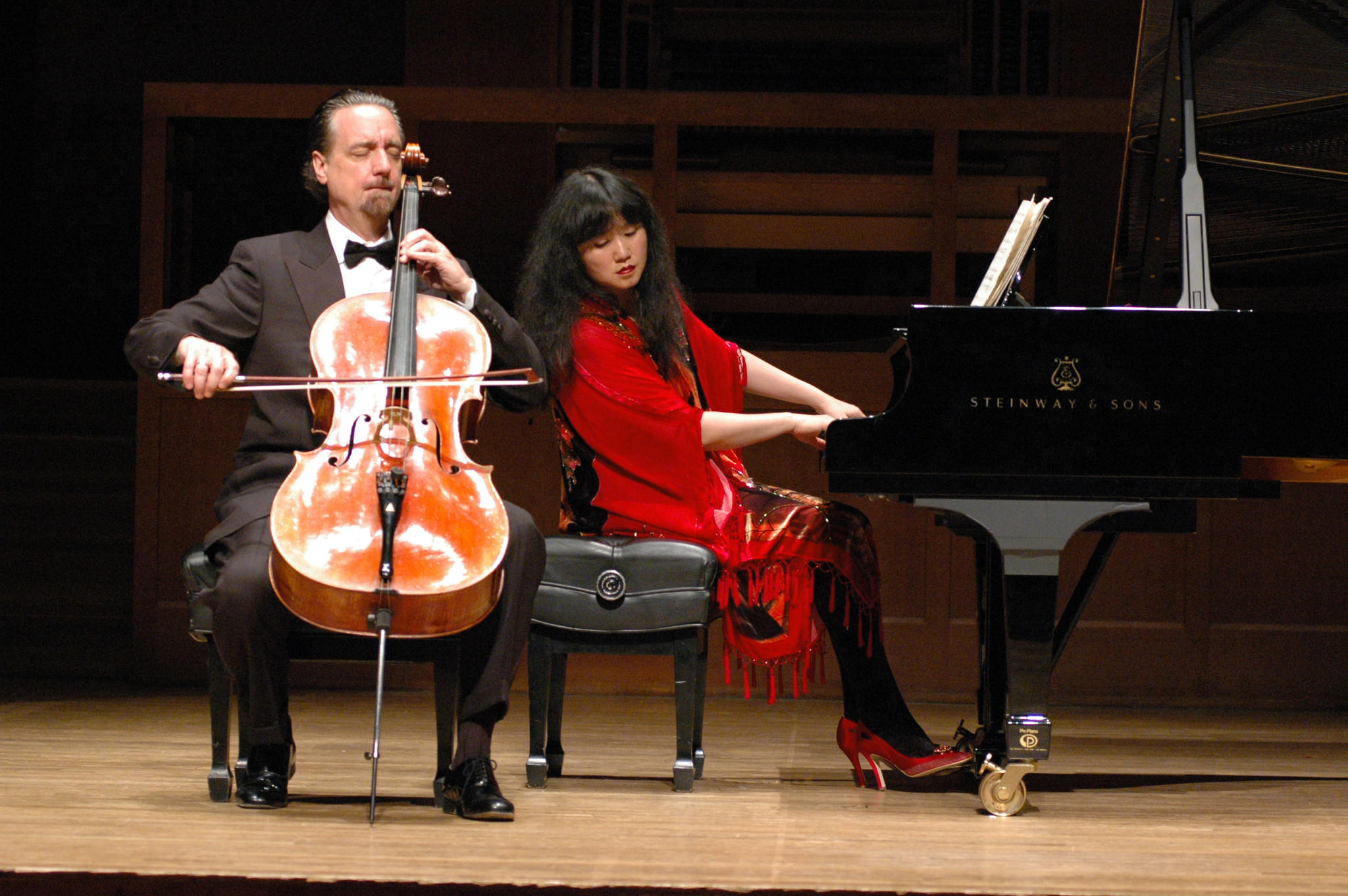 David Finckel and Wu Han perform together.