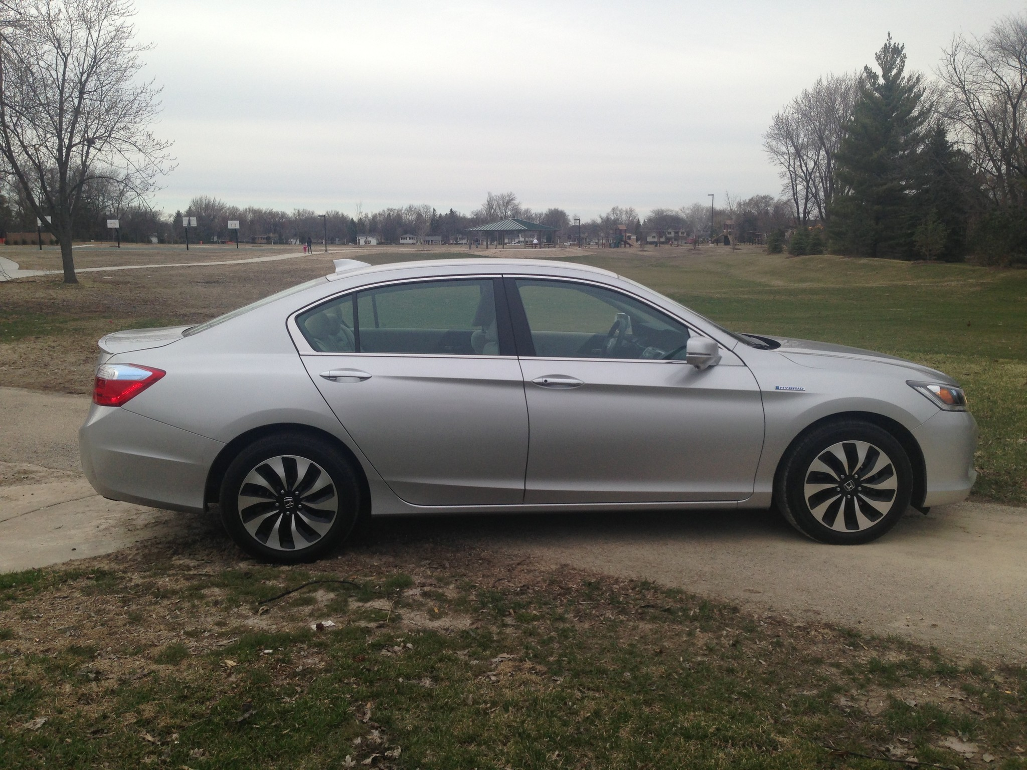 Review: 2014 Honda Accord Hybrid strikes a better balance