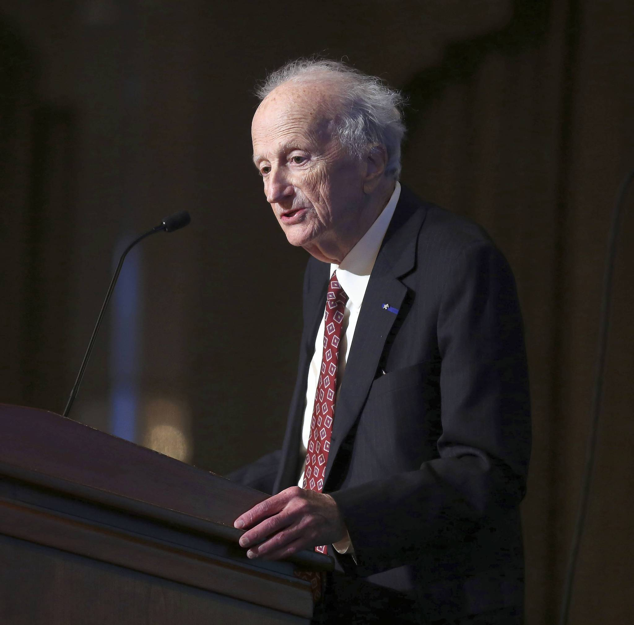 Nobel Prize laureate Gary S. Becker gives a presentation on institutions, government, business, and human capital at the third Annual CME Group Lecture on Global Financial Markets.