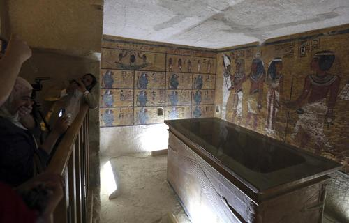 Foreign diplomats attend the inauguration of the replica of the Tomb of Tutkankhamun in Luxor, southern Egypt April 30, 2014.