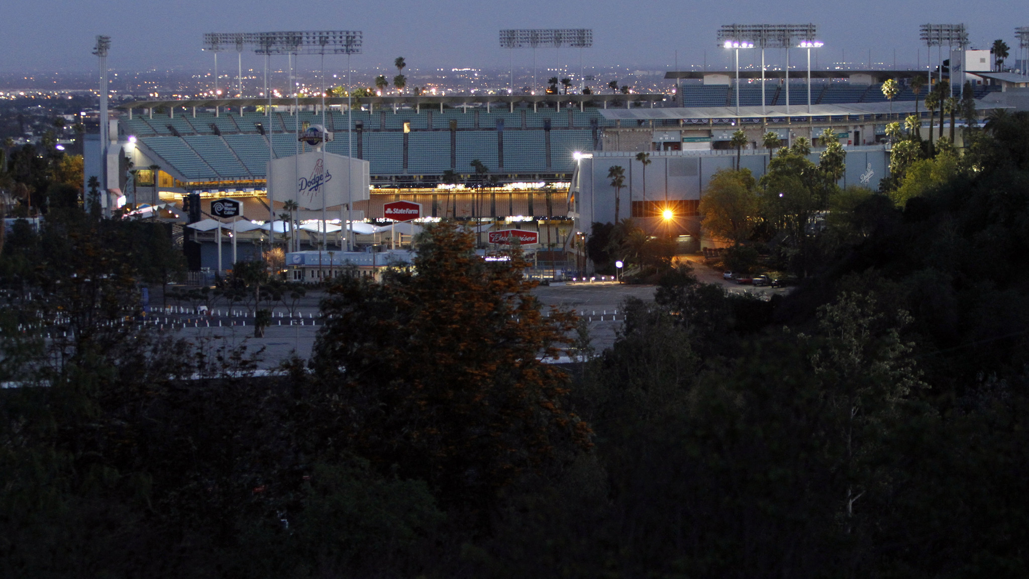 Dodgers to experiment with $5 parking in lots outside stadium - LA Times