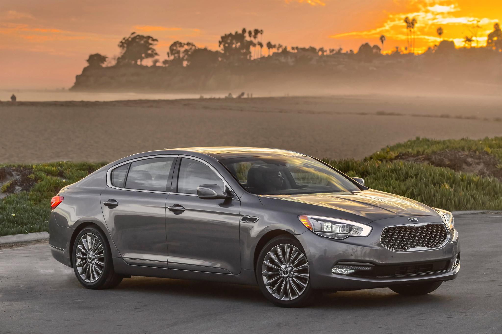 Auto review k900 shows kia can offer value with 66 000 price tag la times