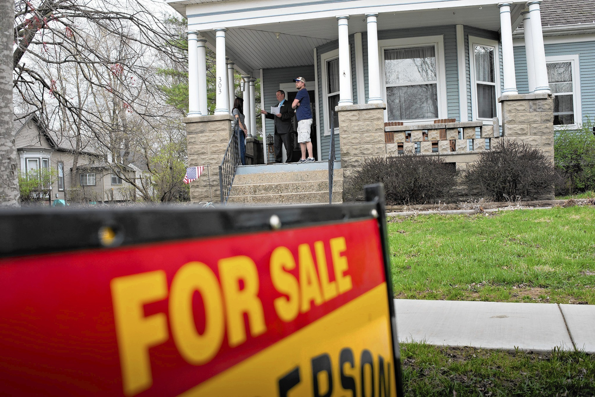 Mortgage rates defy forecasts, hit 6-month ...