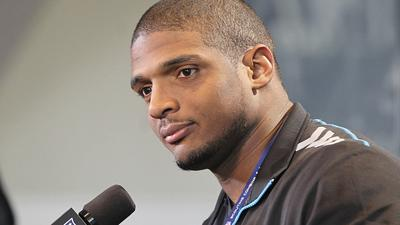 Through 3 rounds, teams pass on Michael Sam