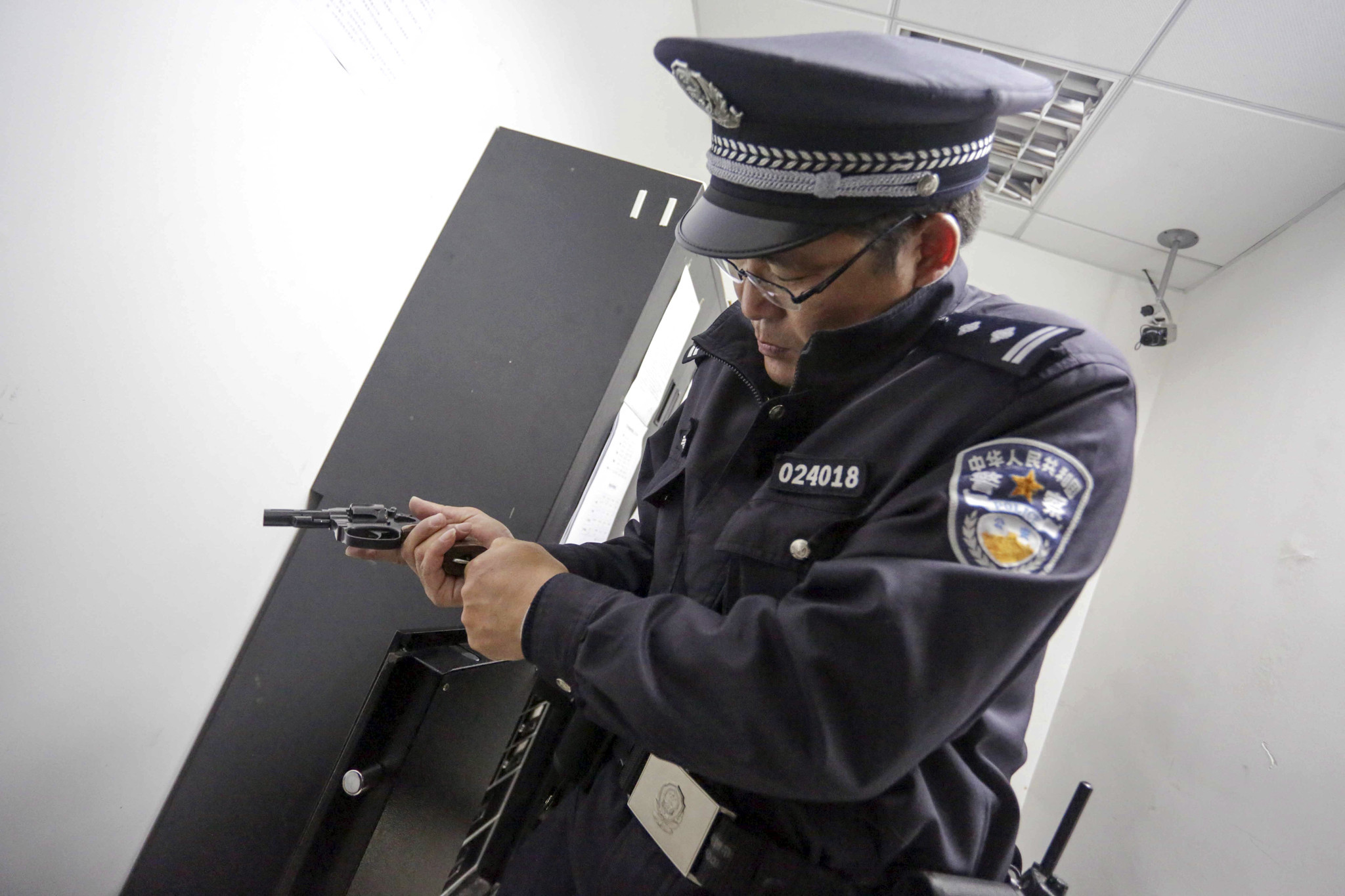 China rearms Beijing beat police - 430.0KB