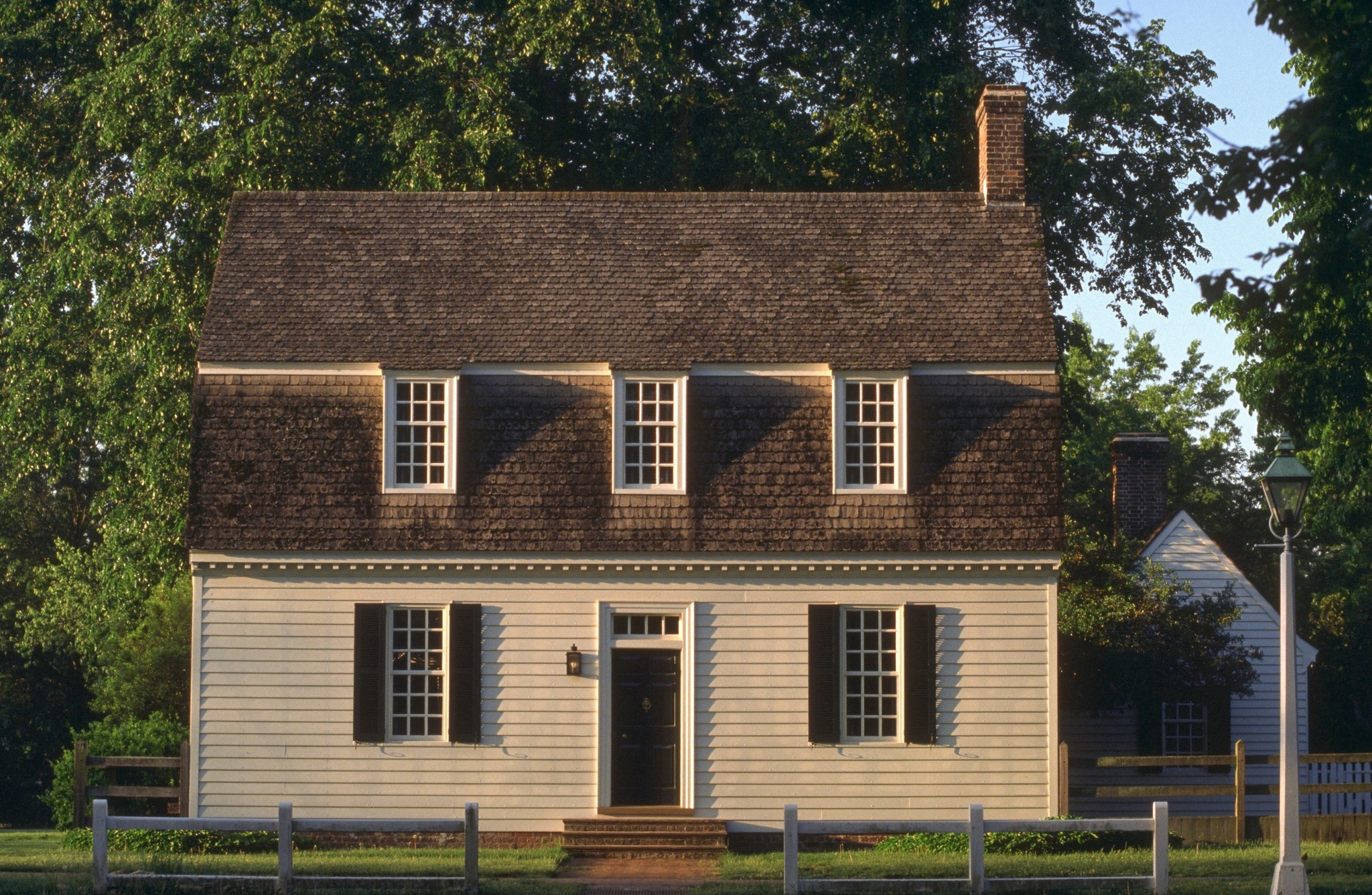 Unusual hotels near Baltimore [Pictures] - Colonial Houses: Historic Lodging in Colonial Williamsburg, Va.