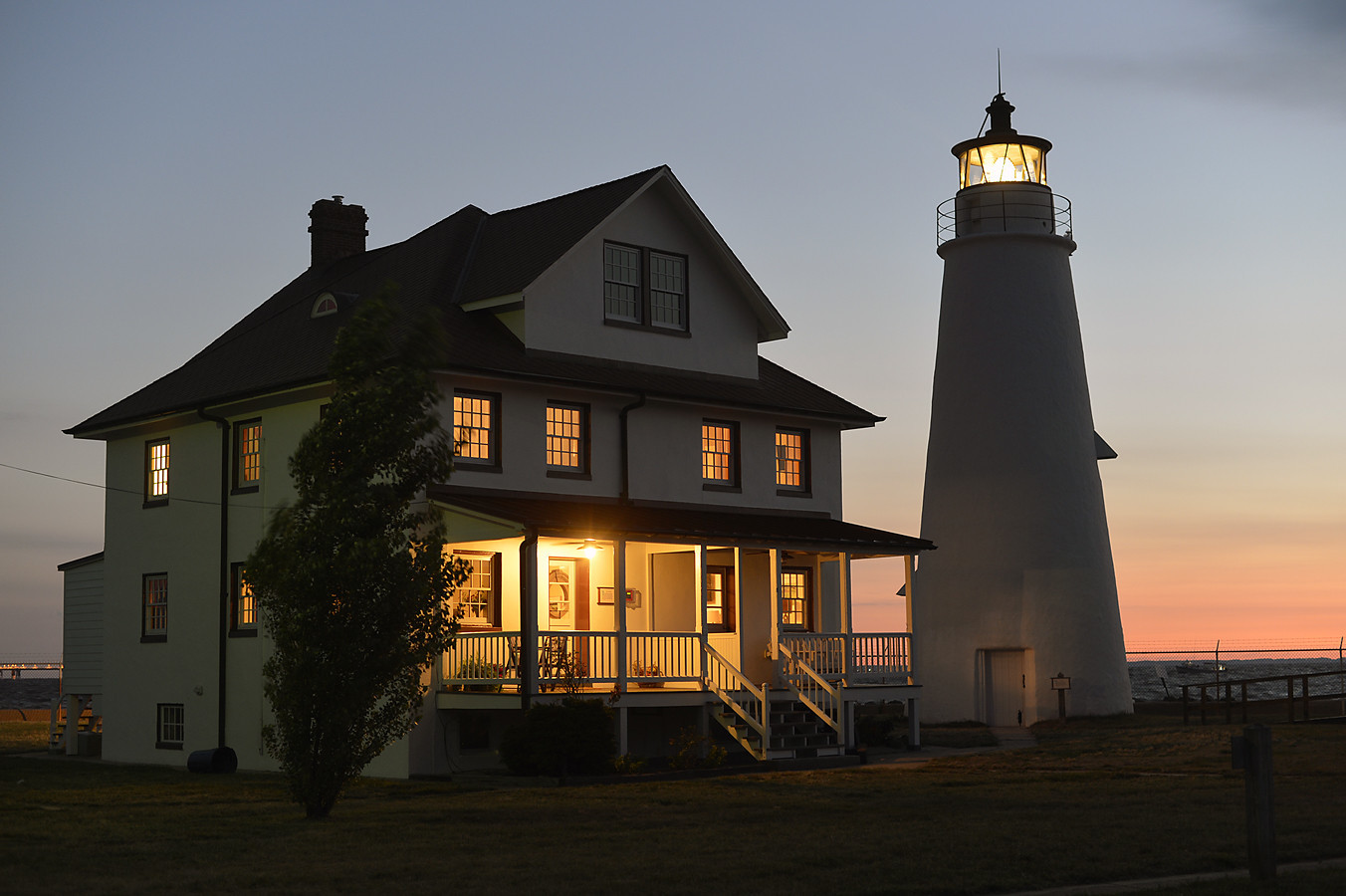 Unusual hotels near Baltimore [Pictures] - Cove Point Lighthouse