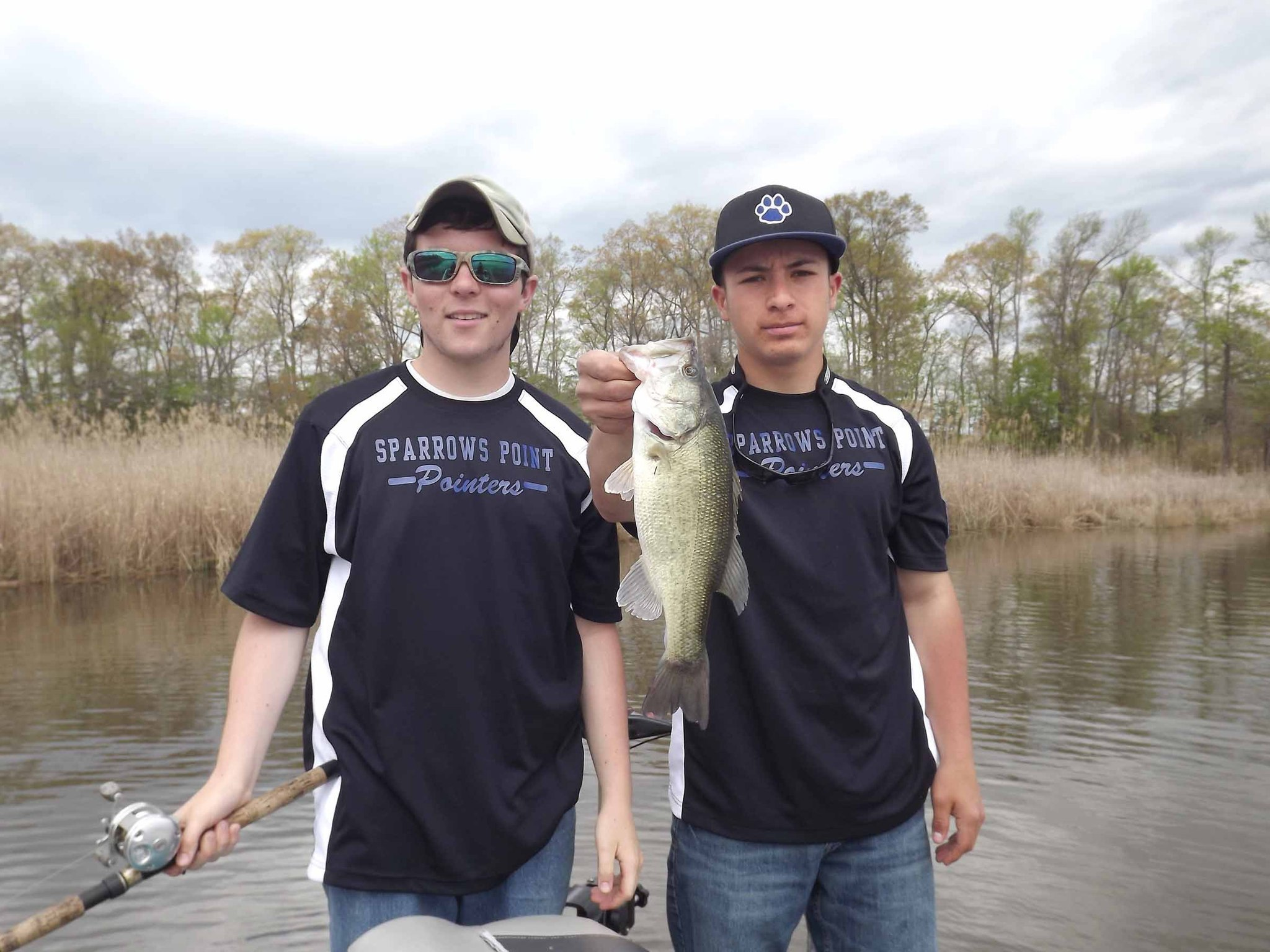 Sparrows point teenagers find common bond through fishing for High school fishing