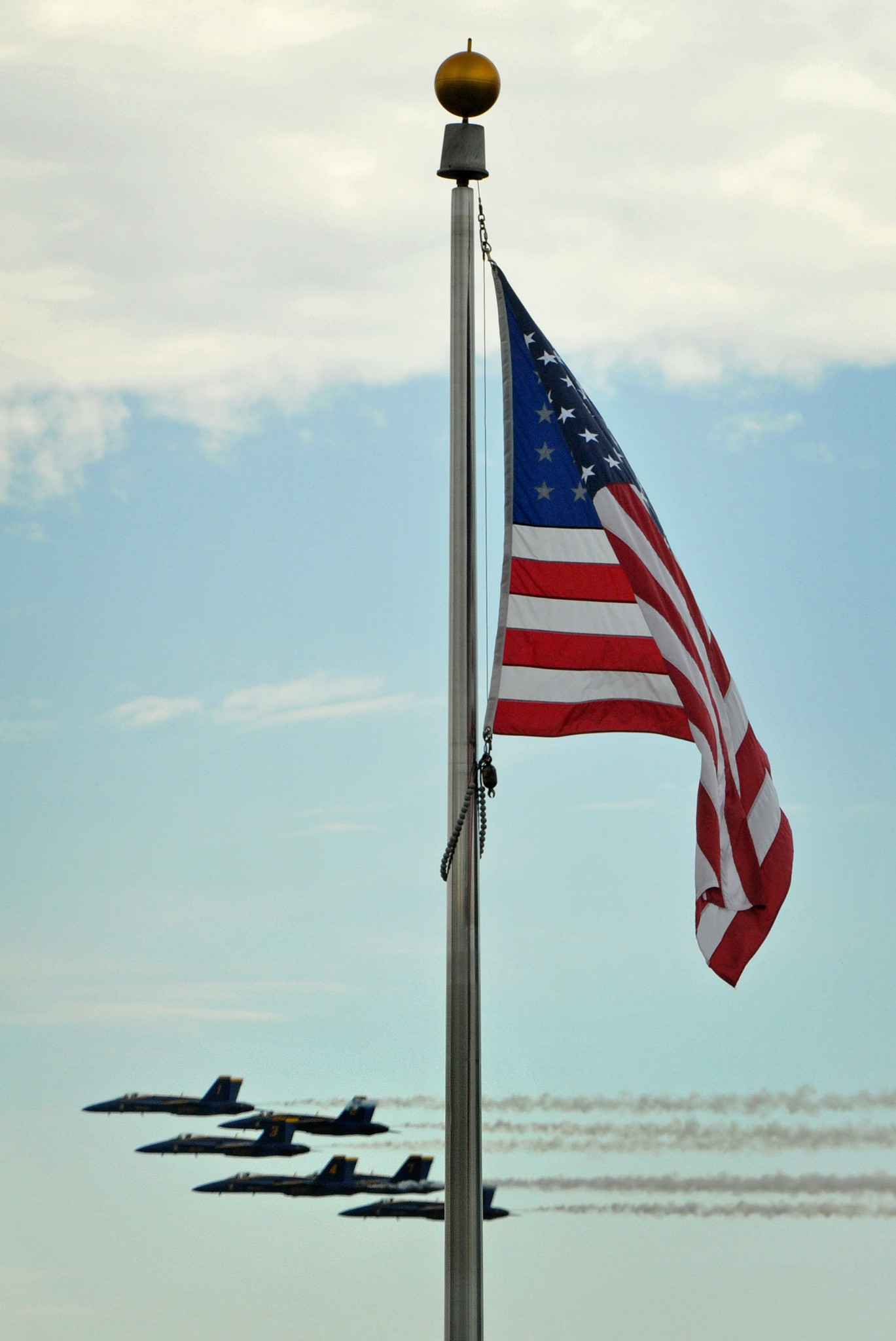 Blue Angels fly by [Pictures] - Flag