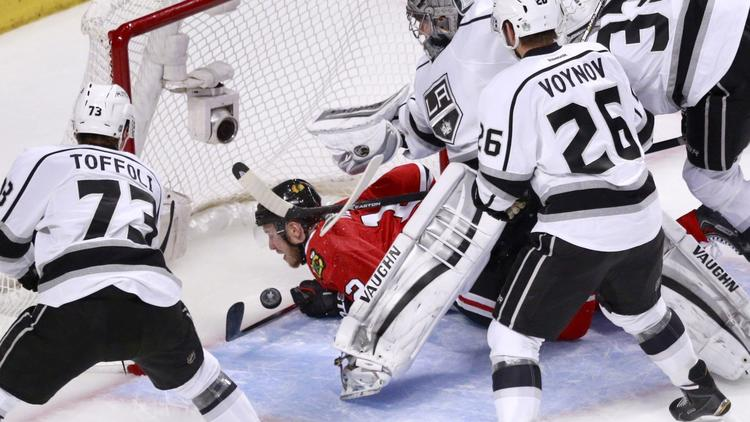 Kings Score Five Times In Third Period To Even Series With Blackhawks