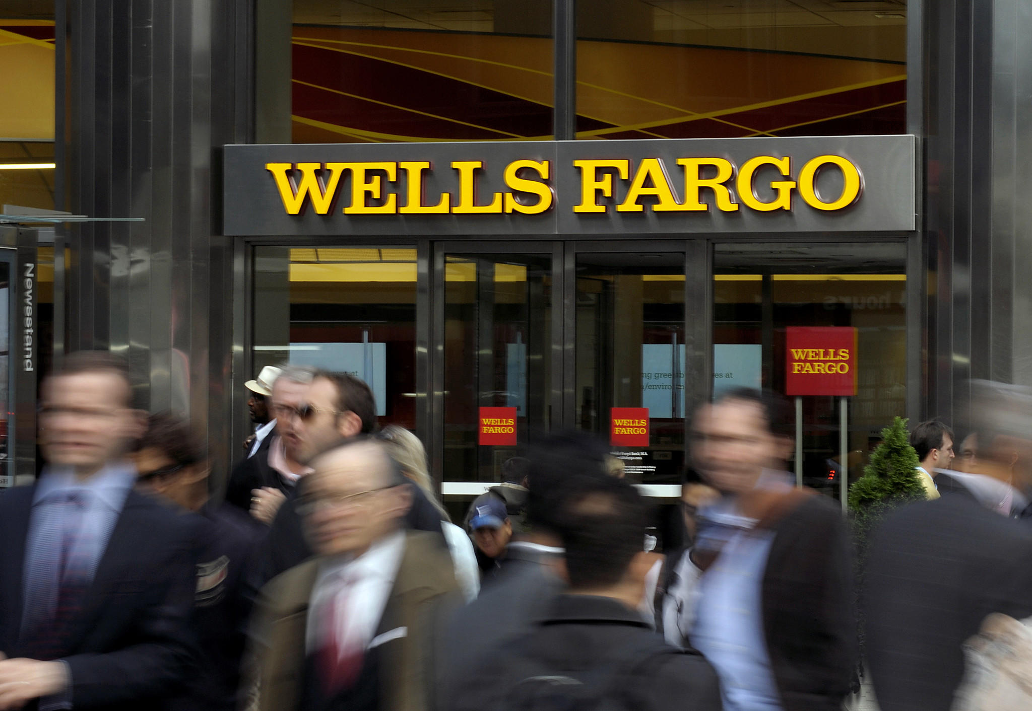 why wells fargo customers can t sue over bogus accounts la times peter foley bloomberg
