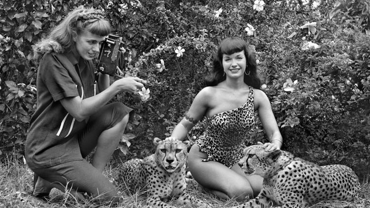Bunny Yeager, photographer of Bettie Page pinups, dies at 85 - Los Angeles Times