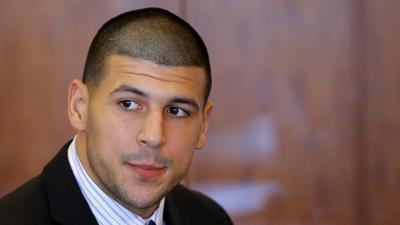 Aaron Hernndez ser procesado hoy por dos cargos de asesinato en el doble homicidio de Boston en el 2012. (REUTERS)