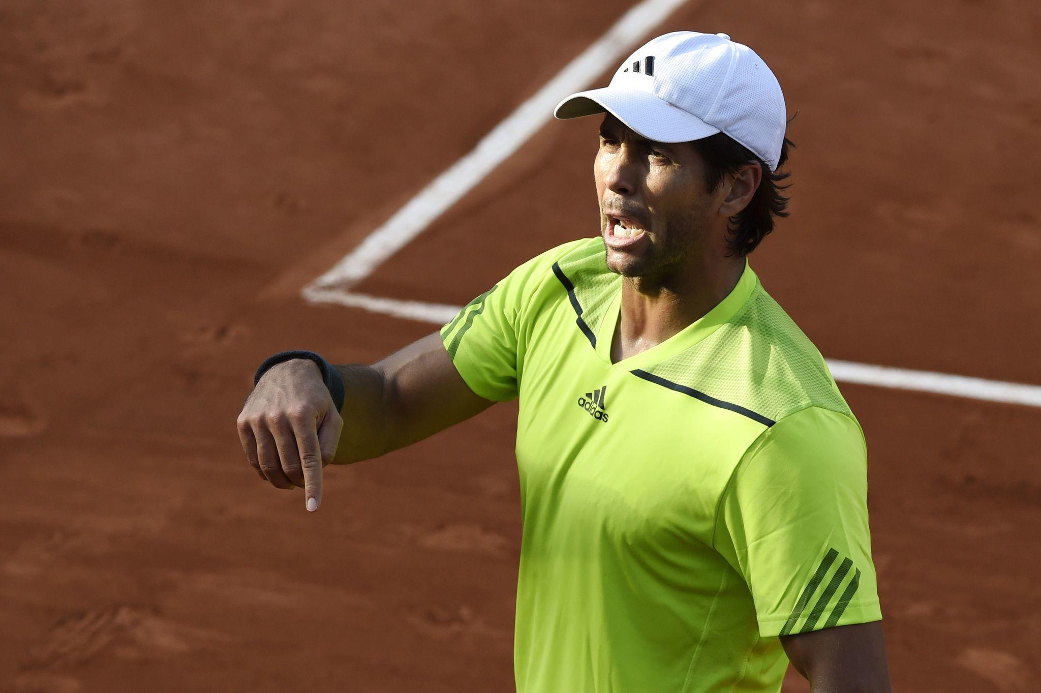 Spain's Fernando Verdasco reacts after a point during his French tennis Open round of sixteen match against Great Britain's Andy Murray at the Roland Garros stadium in Paris on June 2, 2014.