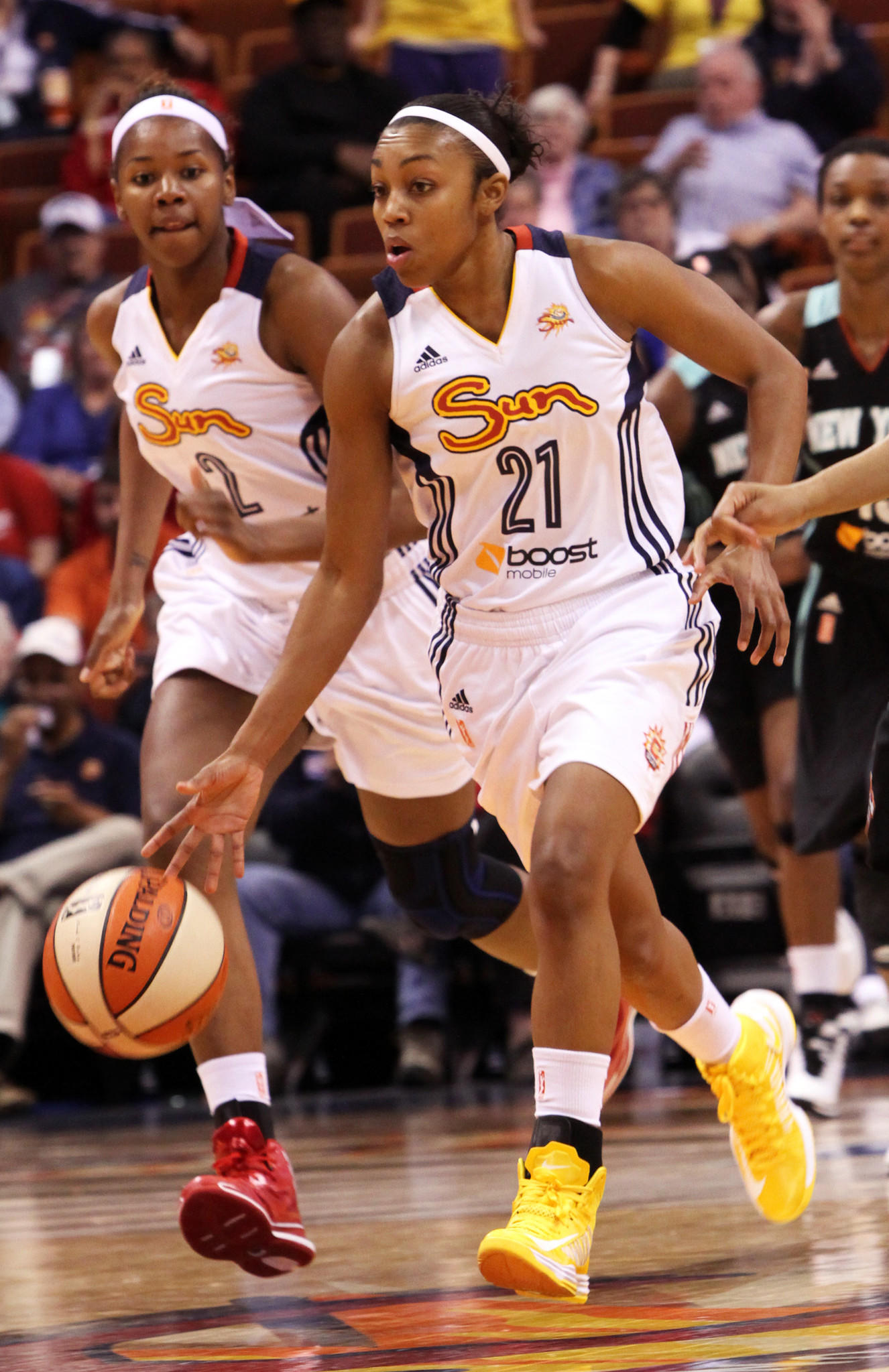 5/4/2014 - WNBA, CT Sun vs NY Liberty - CT Sun #21 Renee Montgomery moves the ball with #2 DeNesha Stallworth. Stan Godlewski/Special to the Courant