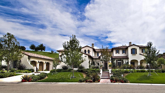 Justin Bieber has sold his Calabasas home to Khloe Kardashian for $7.2 million in an off-market deal. These photos show the house in 2008 when earlier owner Nicole Murphy was selling the property.