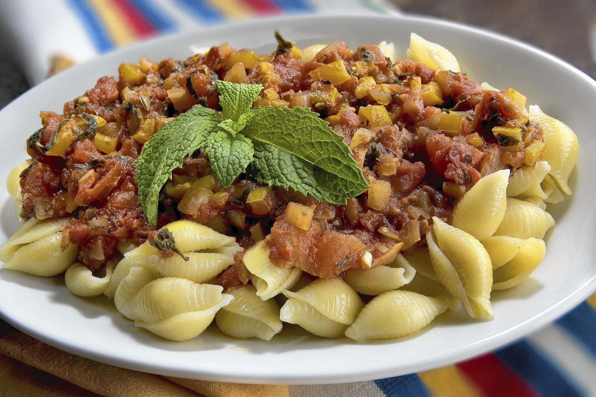 Finished recipe for pasta with tomatoes and mint.