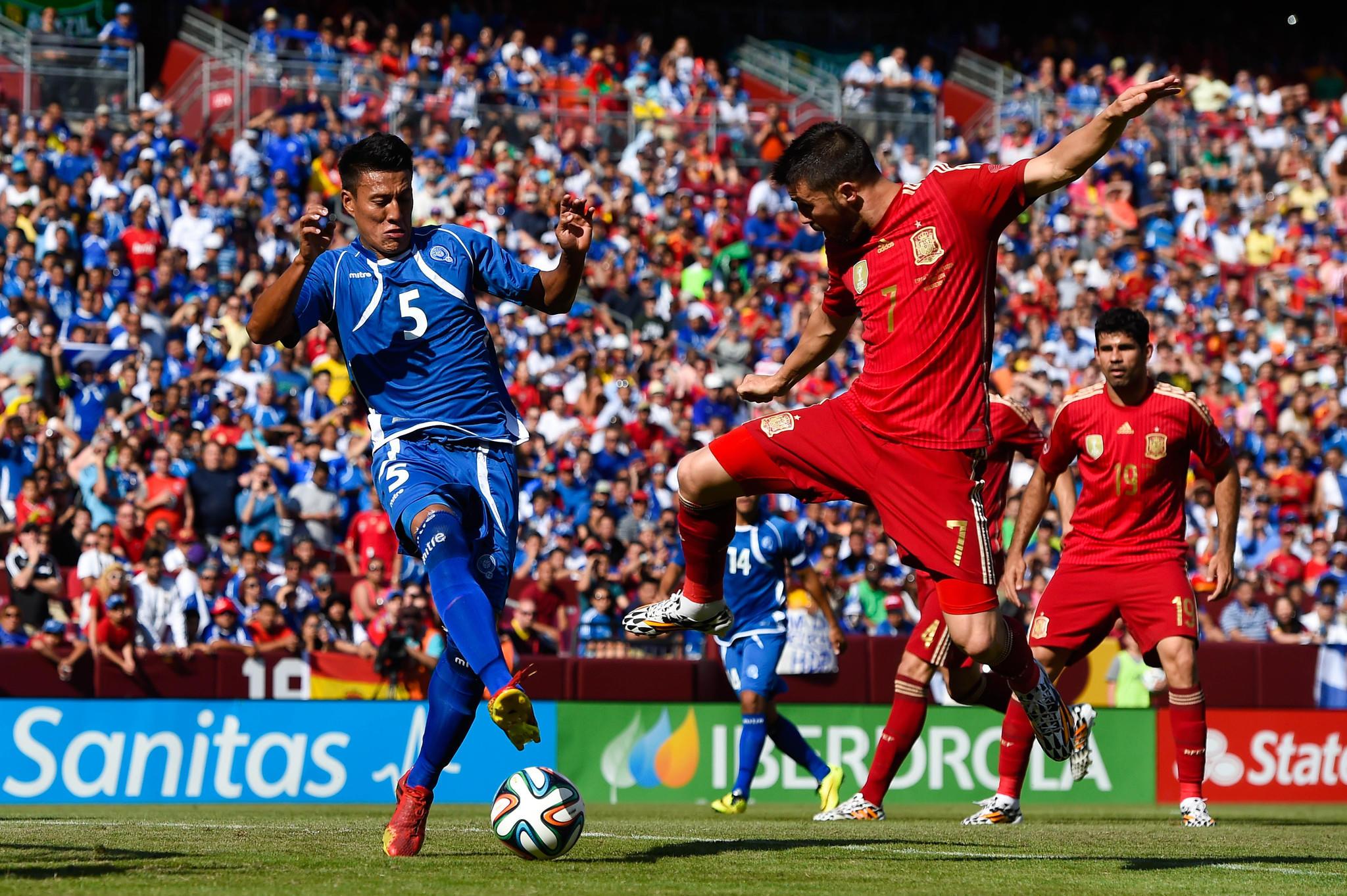 Spain's David Villa, who scored both goals Saturday, battles for the ball with Alexander Mendoza of El Salvador at FedEx Field.