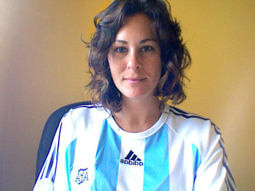 Agustina Prigoshin (@AgustinaP) Journalist turned publicist turned social medialist wears her nation's colors.