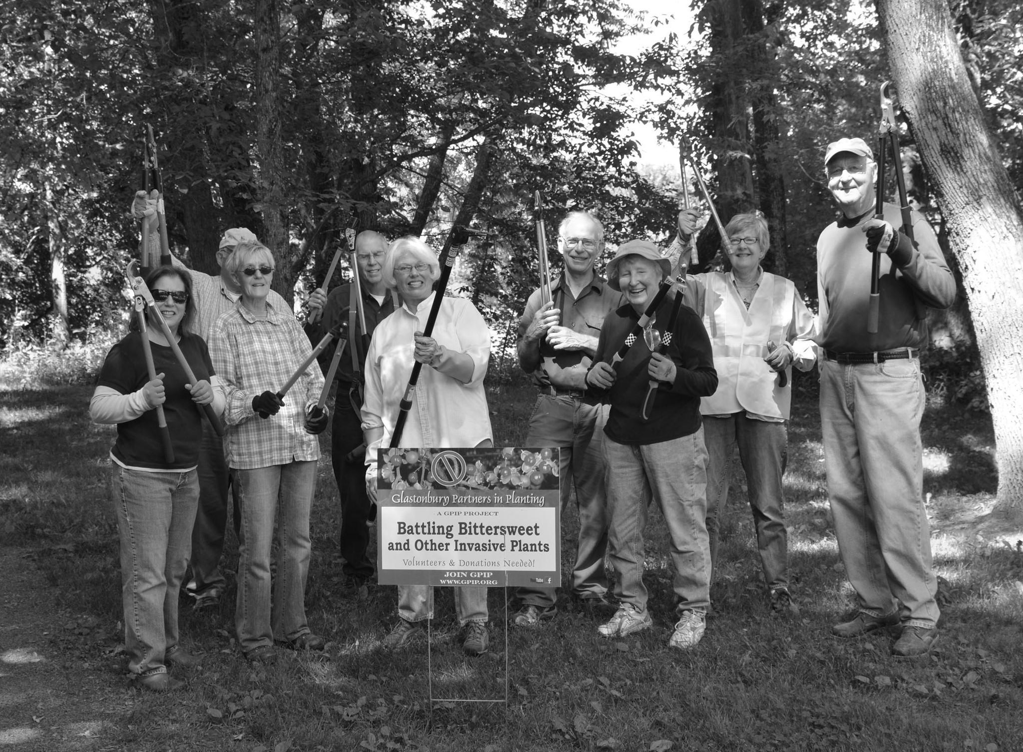 Front row (L-R): Pam Eudow, Evelyn Eisenhardt, Ann Pettengill, Lynn Butcher. Back row (L-R): Mike Pettengill, Bruce Lester, Alan Spier, Jan Edmondson, Dick Gagnon