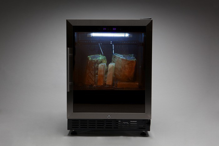 dry age your own steaks at home with the steaklocker la times. Black Bedroom Furniture Sets. Home Design Ideas