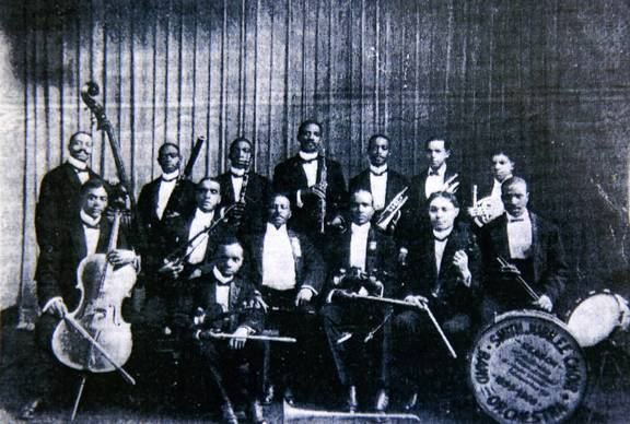 A Roosevelt University project strives to spotlight black artists' cultural achievements in Chicago from 1890 to 1930, such as the South Side's first Symphony Orchestra.