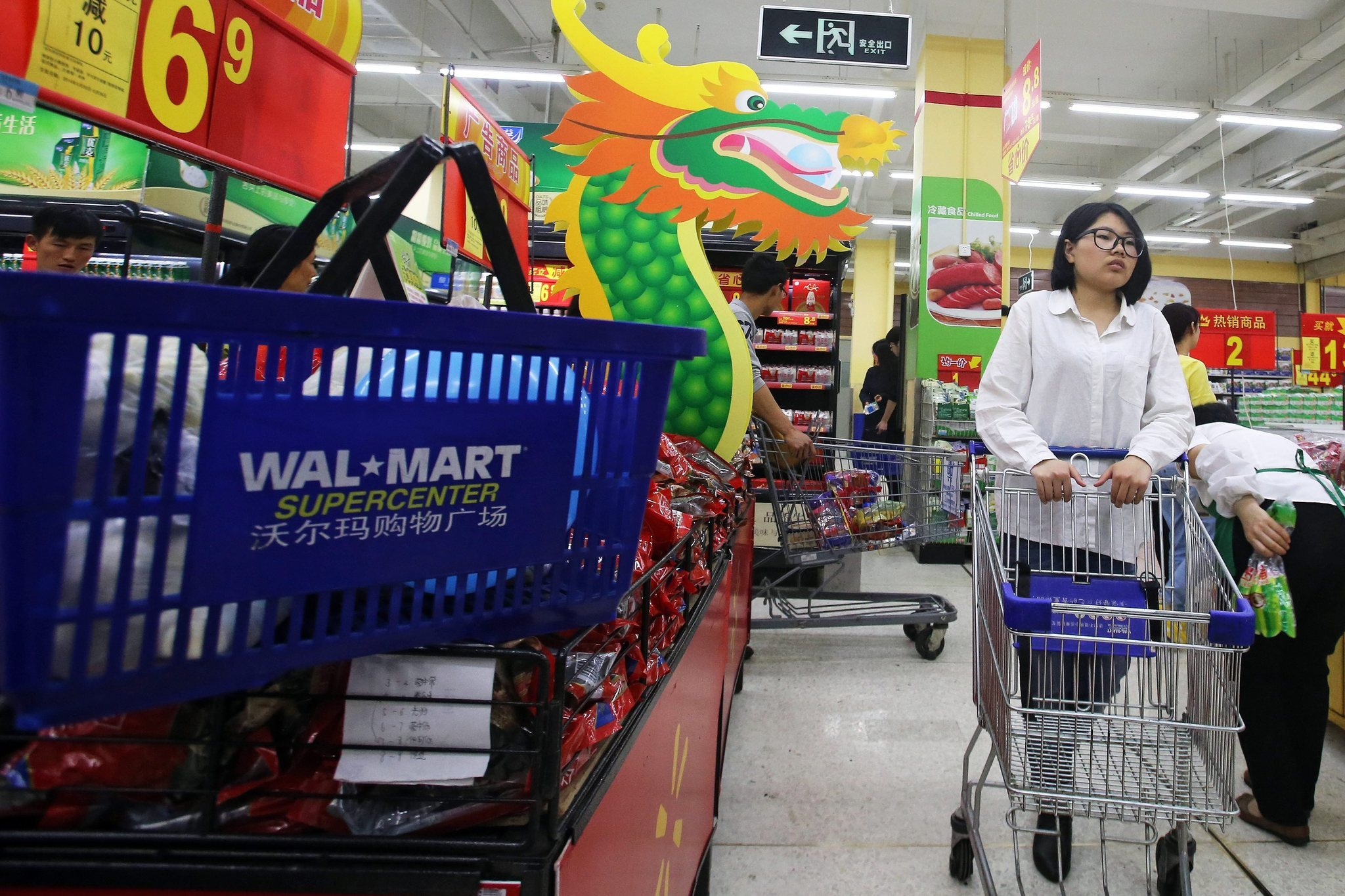 walmart chinese suppliers Walmart inc launched a program on thursday to help its chinese suppliers cut emissions of climate-warming greenhouse gas by.