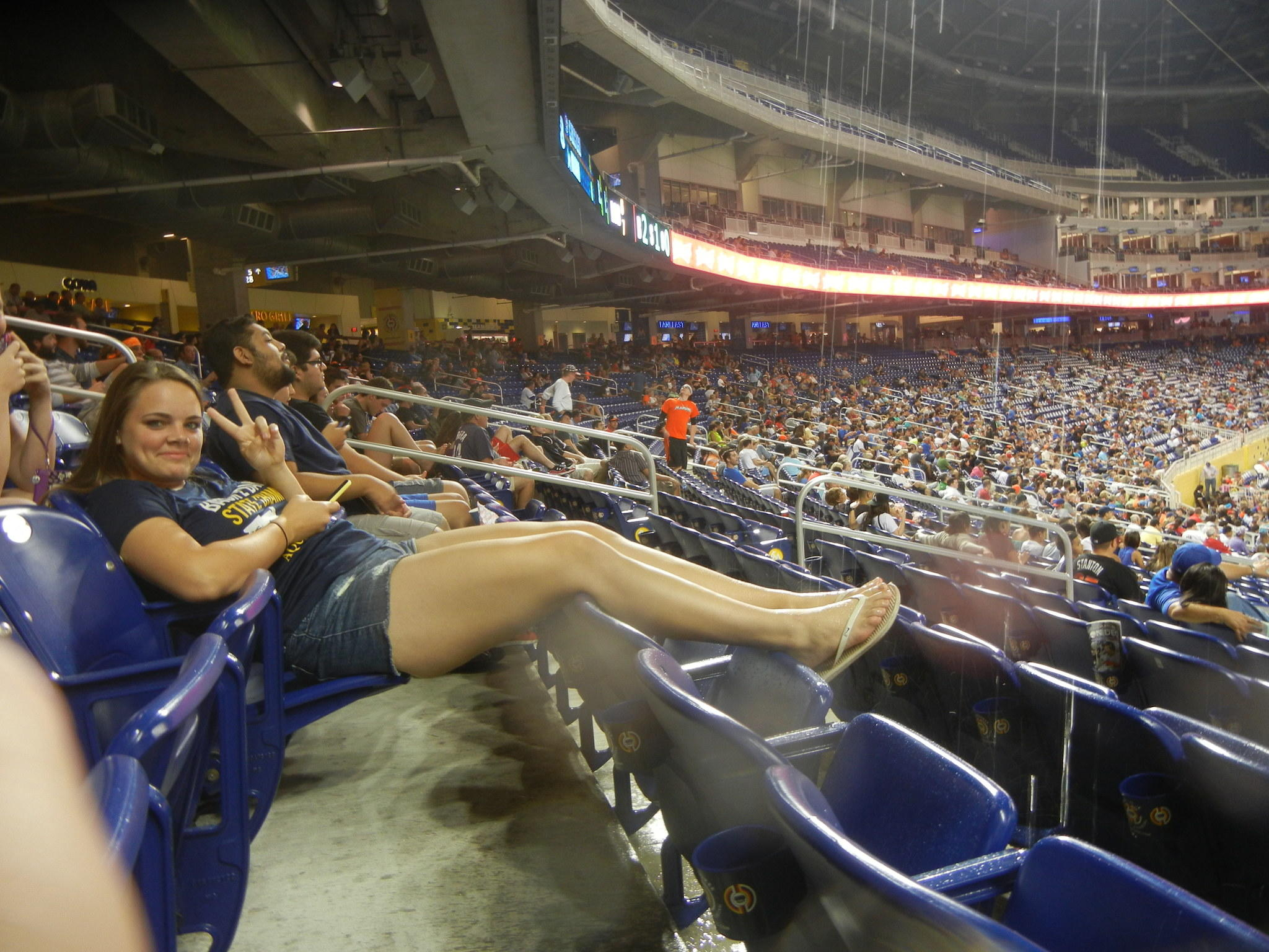 Rain leaks through roof onto fans at marlins park Roof leaks when it rains hard