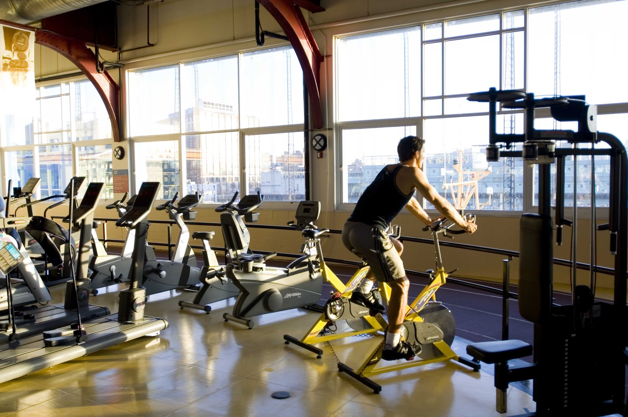 new york city work out at private gyms starting at a day chicago tribune. Black Bedroom Furniture Sets. Home Design Ideas