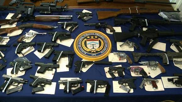 Armas incautadas en Bridgeport y New Haven (FOXCT / 25 de junio del 2014)